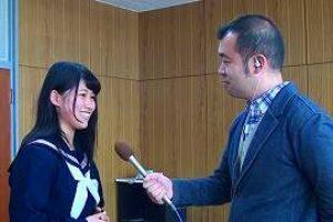 インタビューを受ける生徒