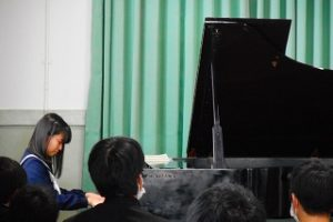 演奏の様子 (2)